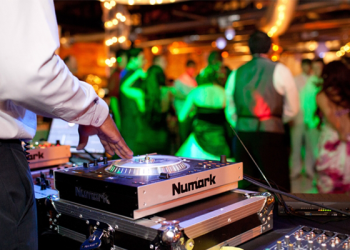 wedding-dj-vs-live-dj
